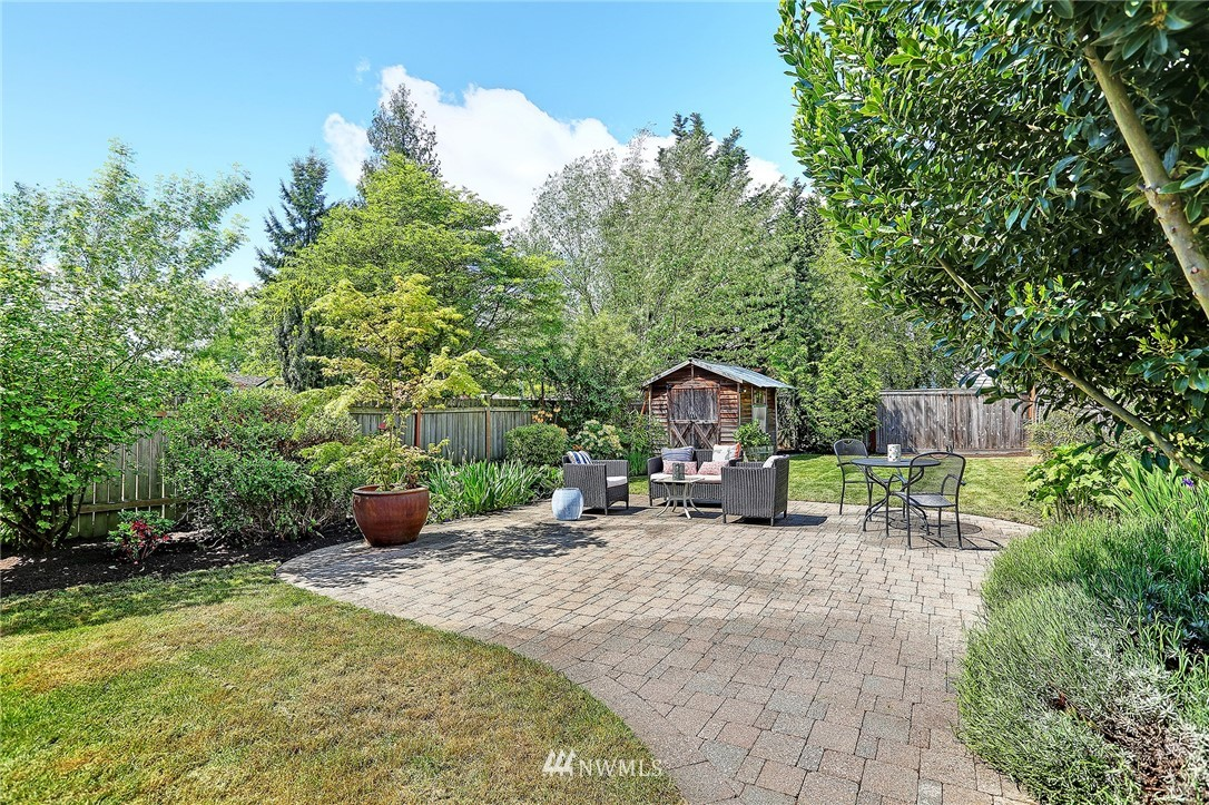 Sold Property   8027 12th Avenue NW Seattle, WA 98117 17