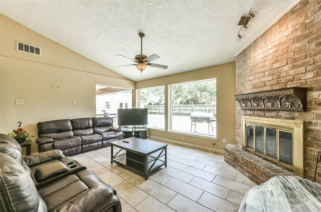Pending | 1513 22nd Avenue N Texas City, Texas 77590 7