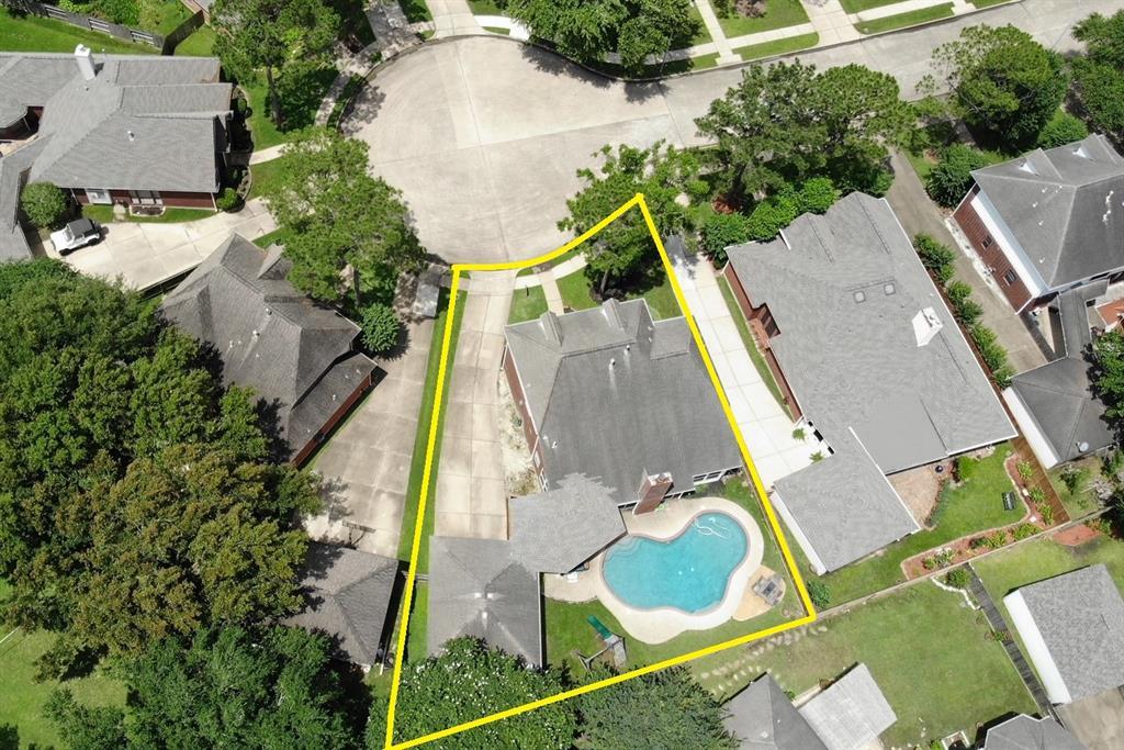 Off Market   13915 Round Oak Court Houston, Texas 77059 0