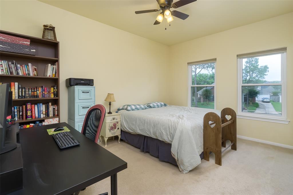 Off Market   13915 Round Oak Court Houston, Texas 77059 21