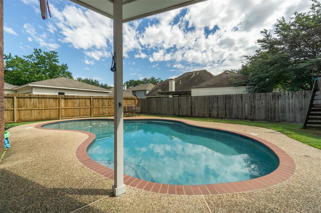 Off Market   13915 Round Oak Court Houston, Texas 77059 30