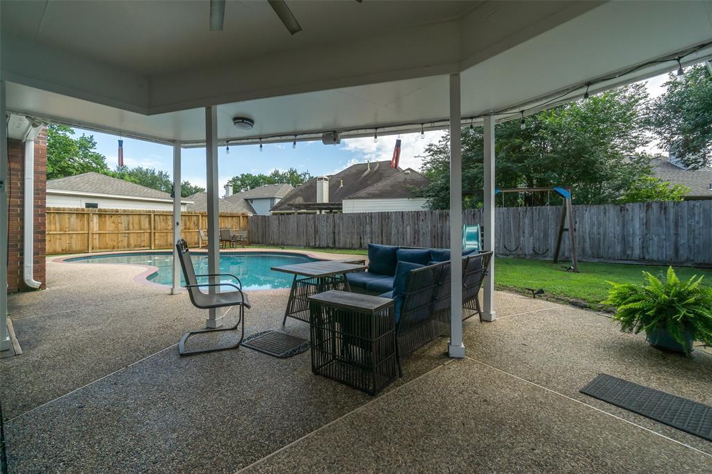 Off Market   13915 Round Oak Court Houston, Texas 77059 31