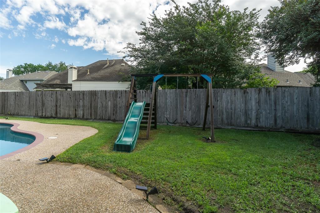 Off Market   13915 Round Oak Court Houston, Texas 77059 34