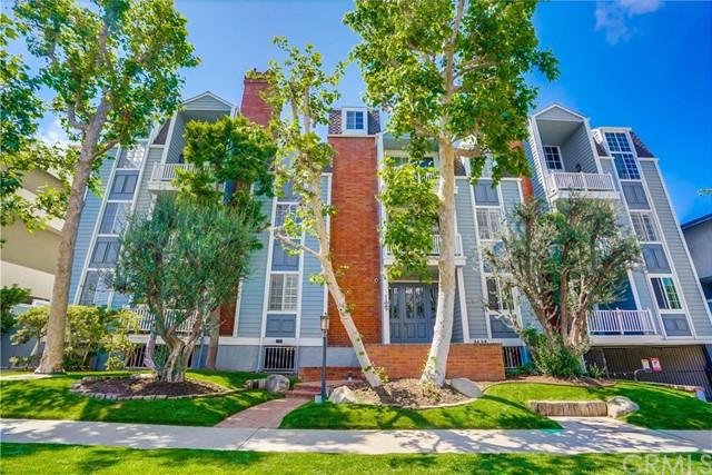 Closed | 11667 Gorham Avenue #204 Los Angeles, CA 90049 2