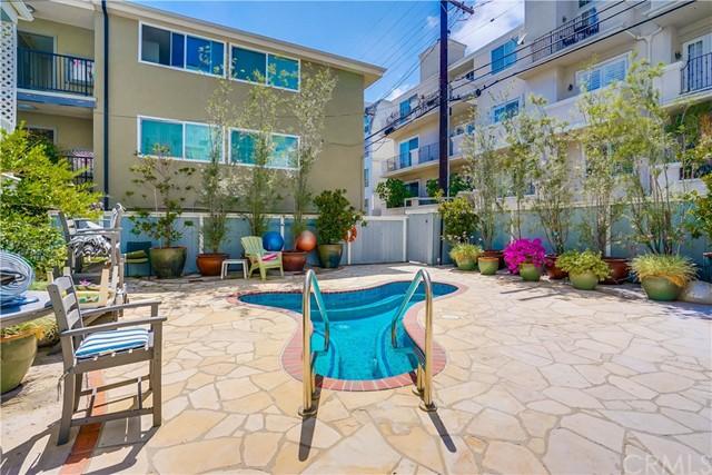 Closed | 11667 Gorham Avenue #204 Los Angeles, CA 90049 34