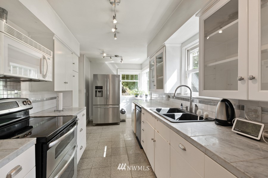 Sold Property | 4437 34th Avenue S Seattle, WA 98118 7