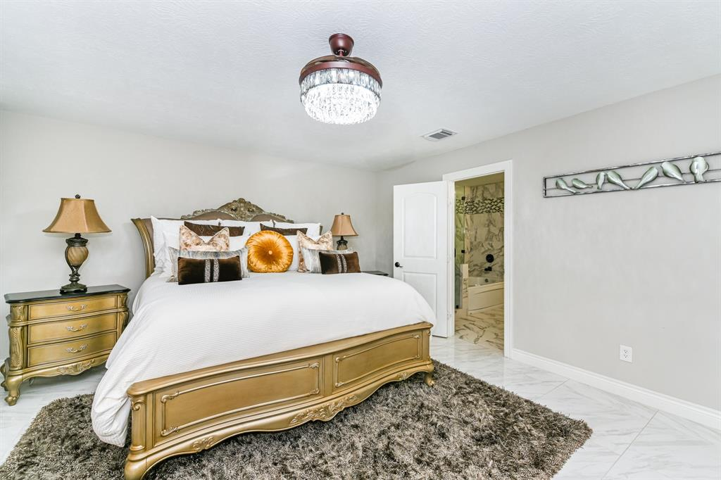 Pending   6021 Whispering Lakes Drive Katy, Texas 77493 16
