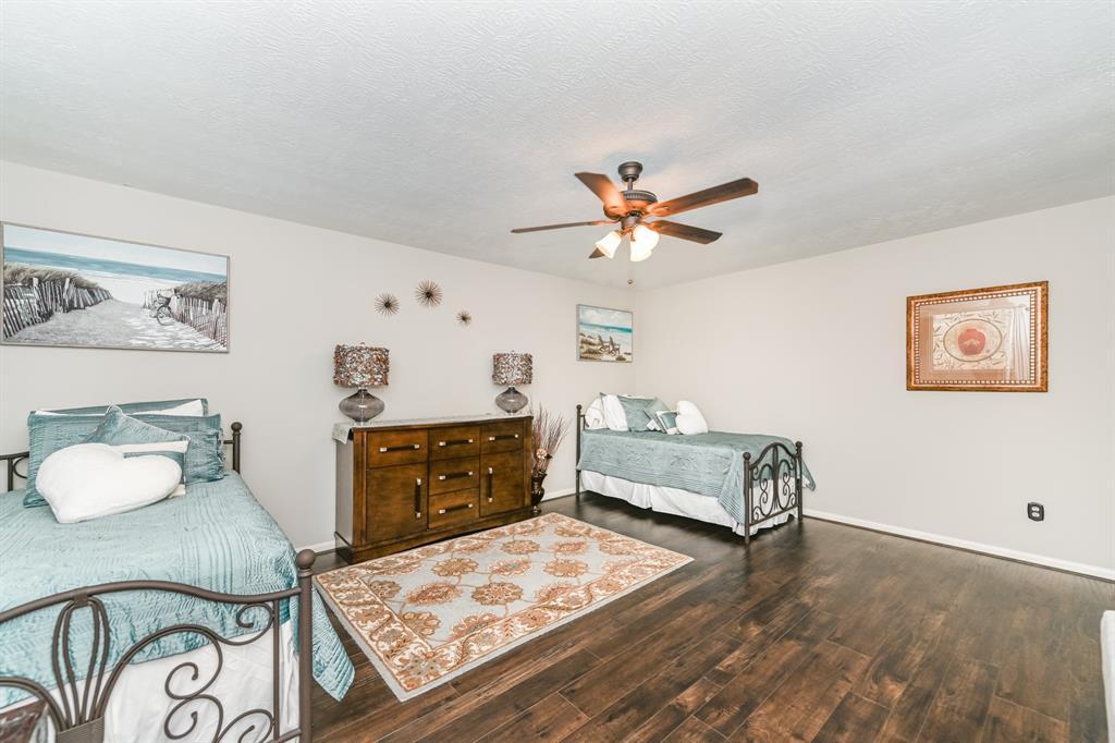 Pending   6021 Whispering Lakes Drive Katy, Texas 77493 37