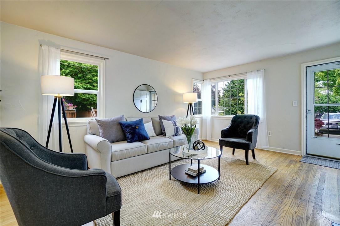Sold Property | 10334 Interlake Avenue N Seattle, WA 98133 5