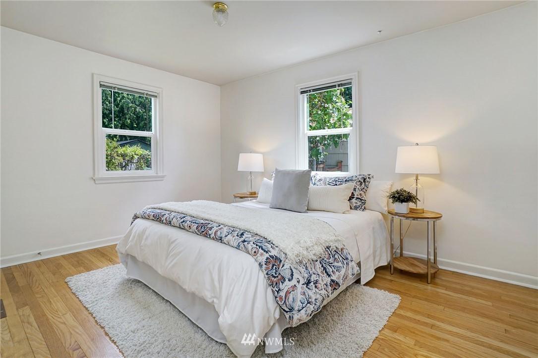 Sold Property | 10334 Interlake Avenue N Seattle, WA 98133 9