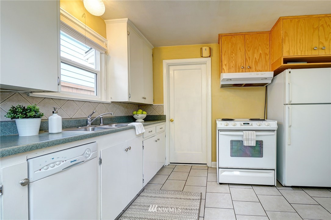 Sold Property | 10334 Interlake Avenue N Seattle, WA 98133 12