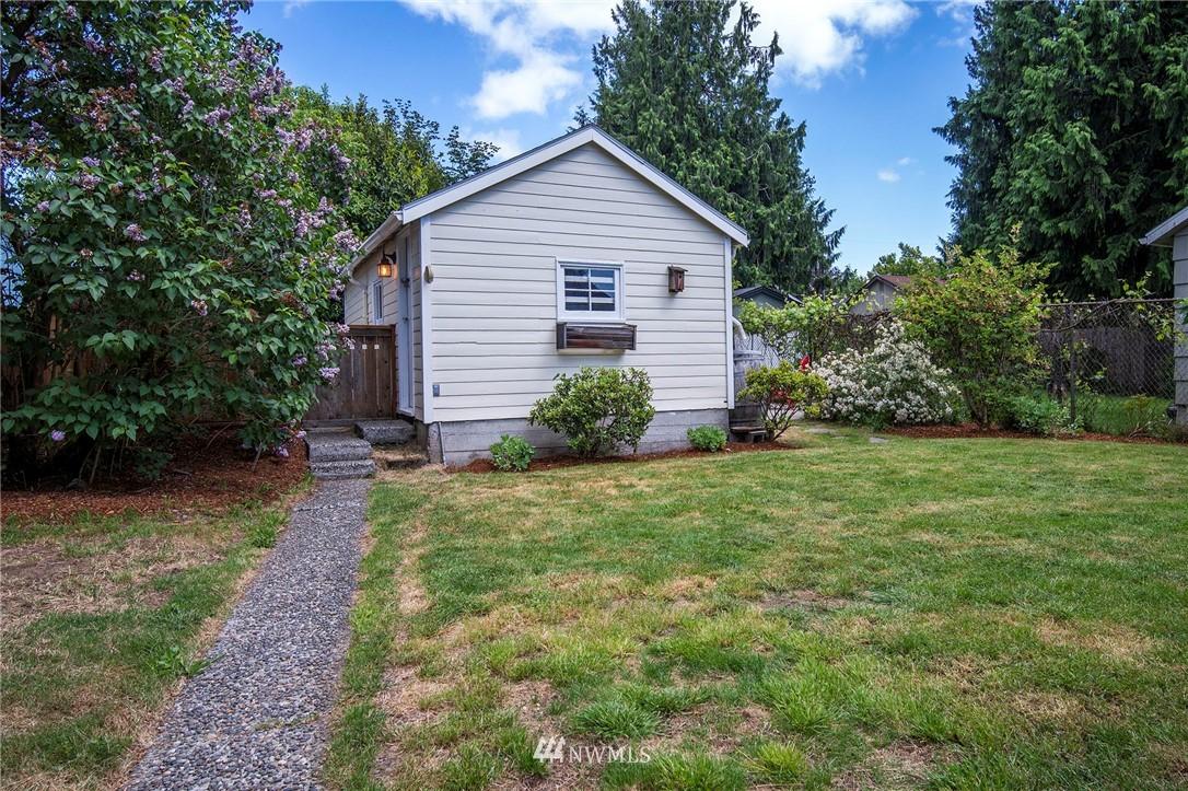 Sold Property | 10334 Interlake Avenue N Seattle, WA 98133 16