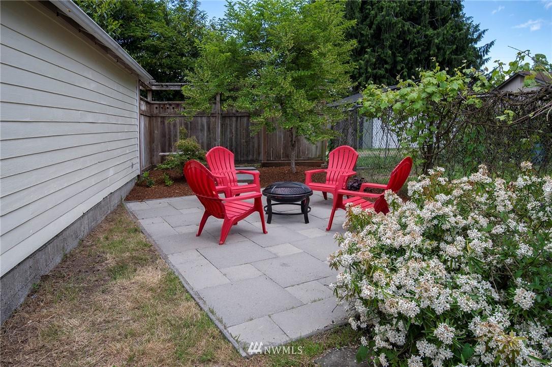 Sold Property | 10334 Interlake Avenue N Seattle, WA 98133 17