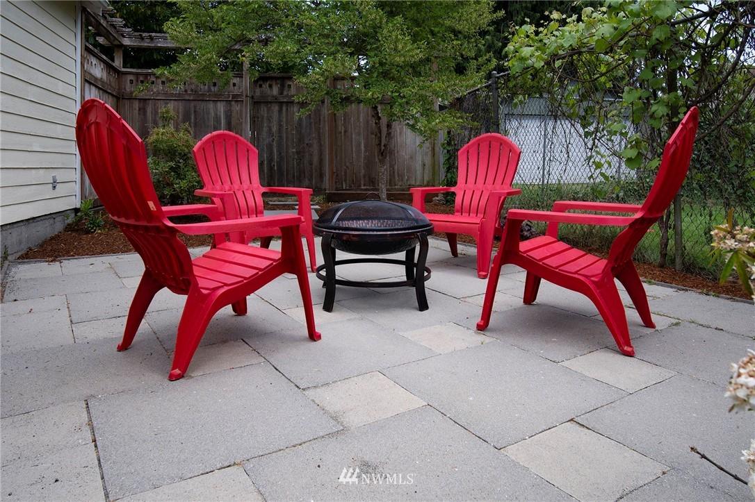 Sold Property | 10334 Interlake Avenue N Seattle, WA 98133 18