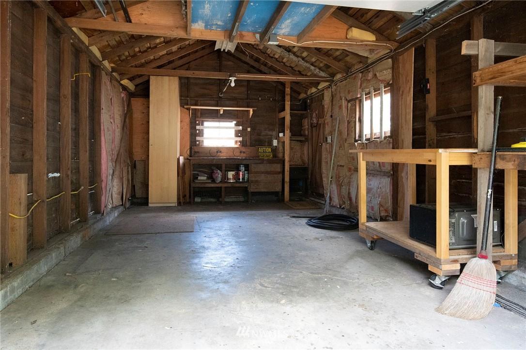 Sold Property | 10334 Interlake Avenue N Seattle, WA 98133 20