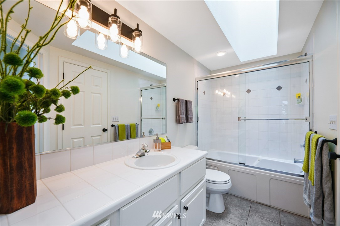Sold Property | 11730 Greenwood Avenue N Seattle, WA 98133 16