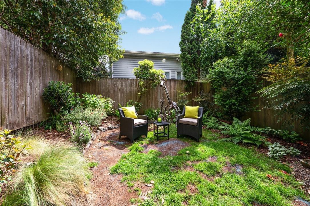 Sold Property | 11730 Greenwood Avenue N Seattle, WA 98133 23
