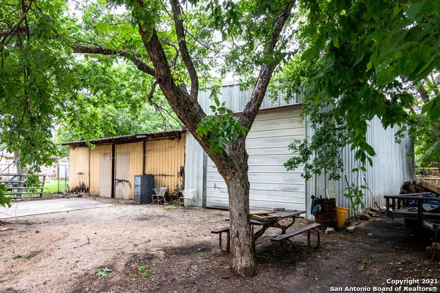 Pending | 1003 BARTHOLOMAE ST Seguin, TX 78155 23