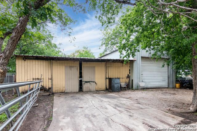 Pending | 1003 BARTHOLOMAE ST Seguin, TX 78155 24