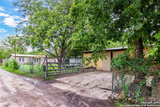 Pending | 1003 BARTHOLOMAE ST Seguin, TX 78155 25