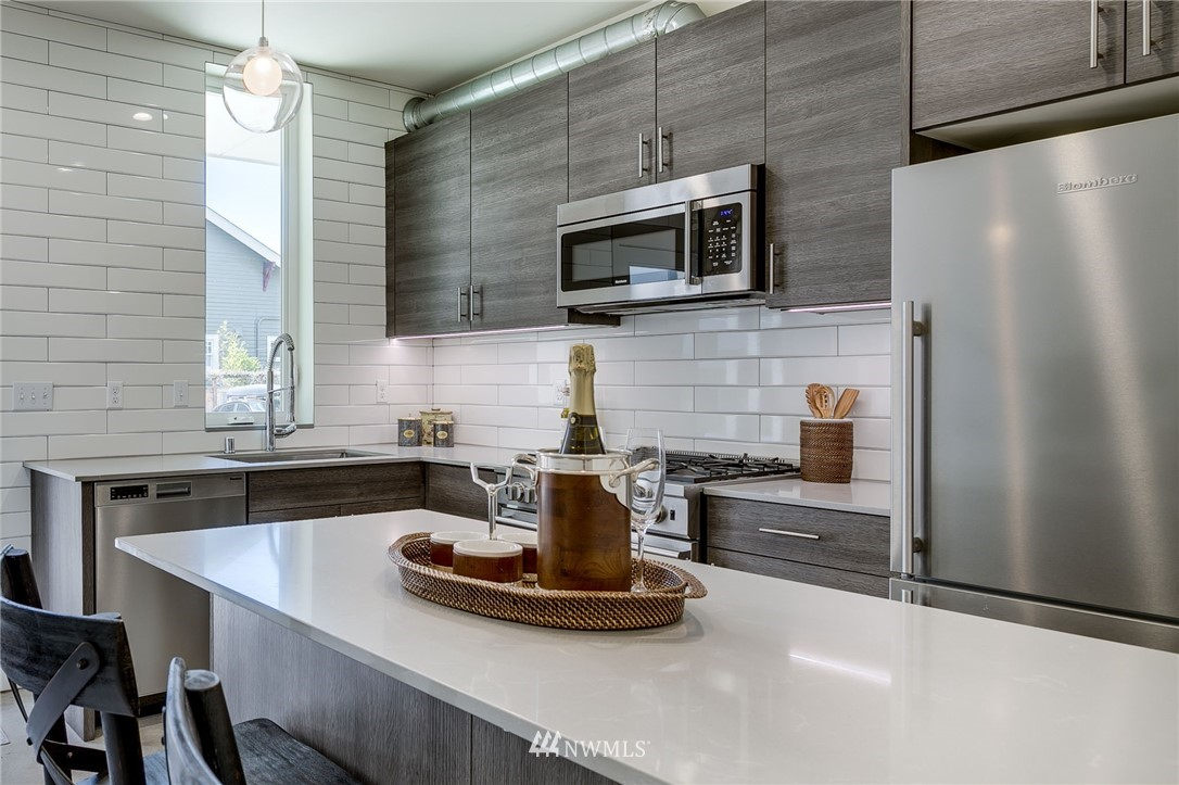 Sold Property | 5511 4th Avenue NW #C Seattle, WA 98107 6