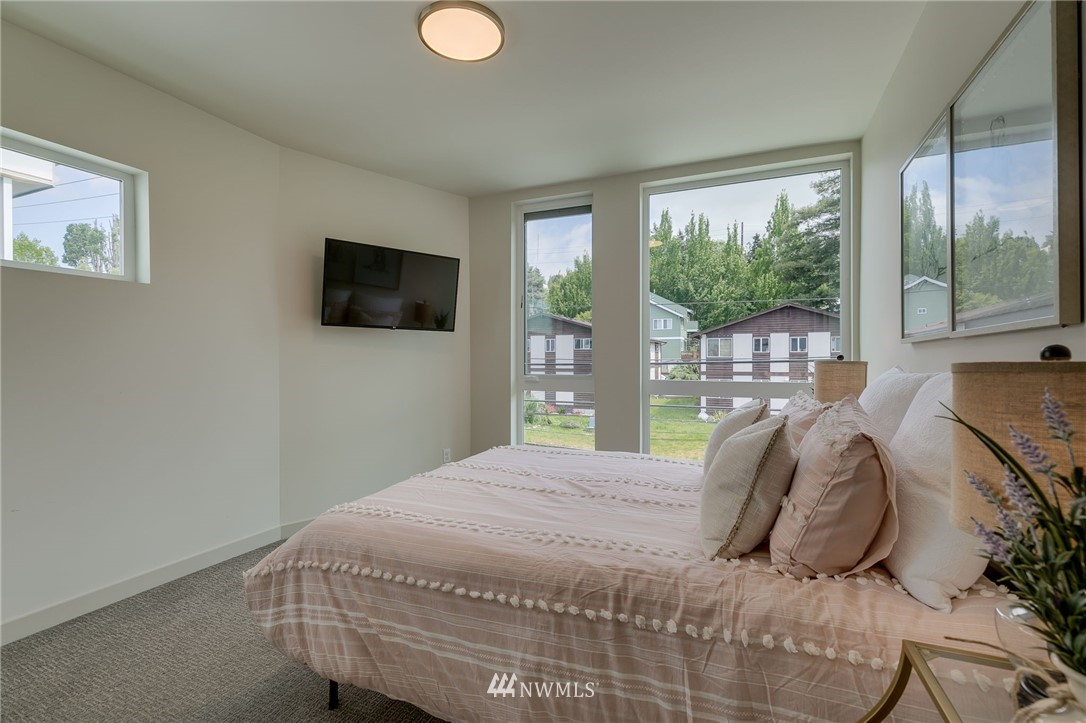 Sold Property | 5511 4th Avenue NW #C Seattle, WA 98107 17