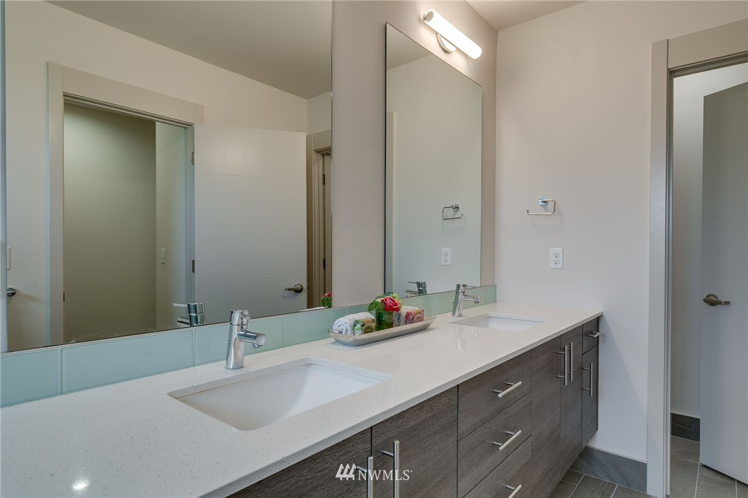 Sold Property | 5511 4th Avenue NW #C Seattle, WA 98107 21