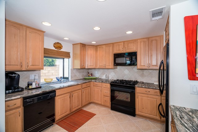 Closed | 39156 Sweetwater Drive Palm Desert, CA 92211 9