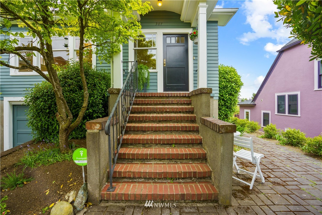 Sold Property | 307 N 48th Street Seattle, WA 98103 2