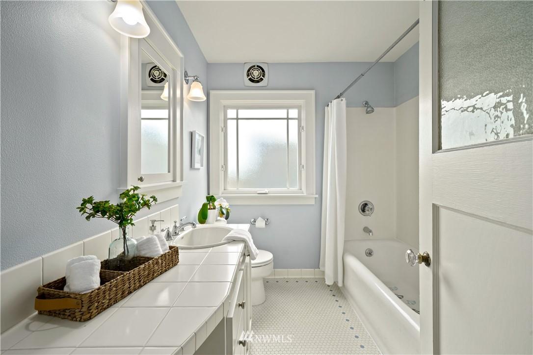 Sold Property | 307 N 48th Street Seattle, WA 98103 18