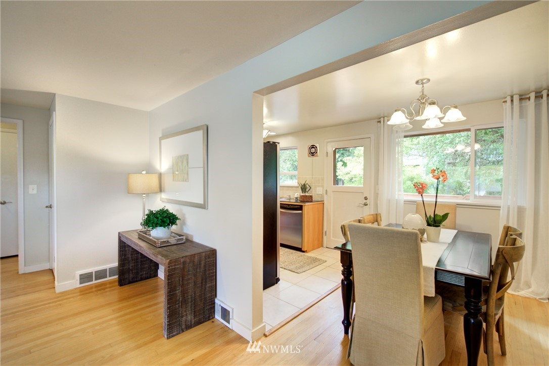 Sold Property | 7343 23rd Avenue NE Seattle, WA 98115 6