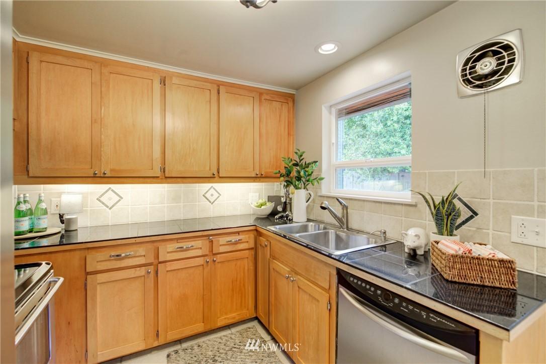 Sold Property | 7343 23rd Avenue NE Seattle, WA 98115 9