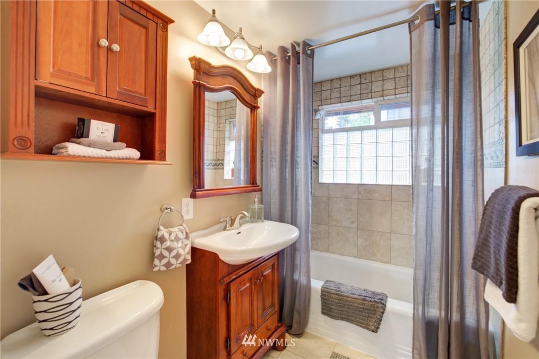 Sold Property | 7343 23rd Avenue NE Seattle, WA 98115 11