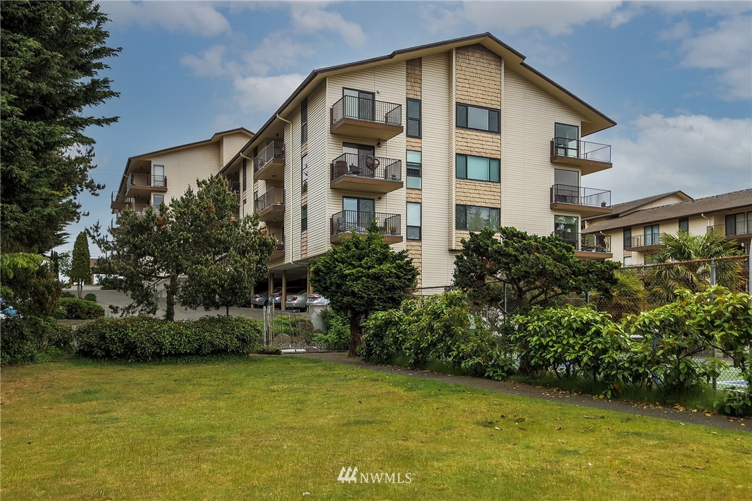 Sold Property | 13229 Linden Avenue N #406B Seattle, WA 98133 0