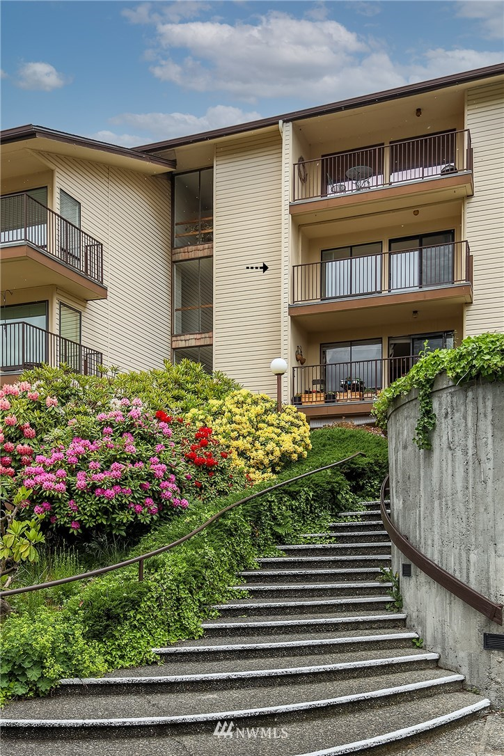 Sold Property | 13229 Linden Avenue N #406B Seattle, WA 98133 19