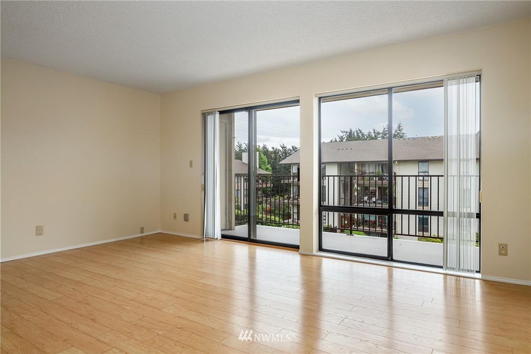 Sold Property | 13229 Linden Avenue N #406B Seattle, WA 98133 8