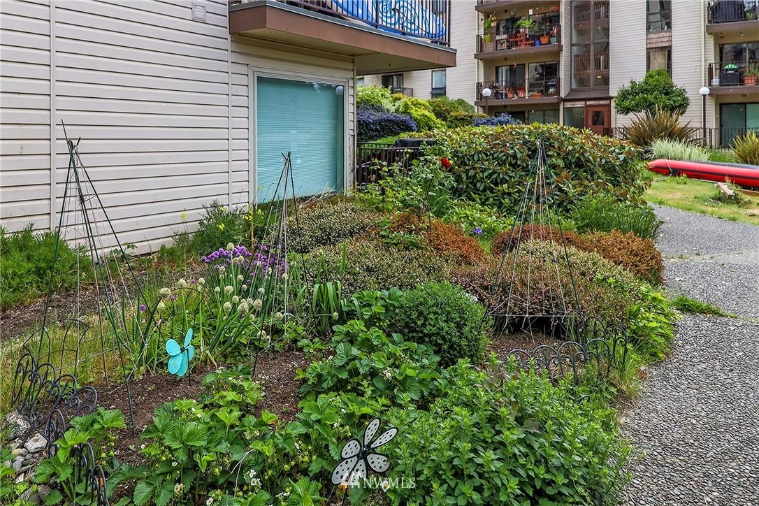 Sold Property | 13229 Linden Avenue N #406B Seattle, WA 98133 32