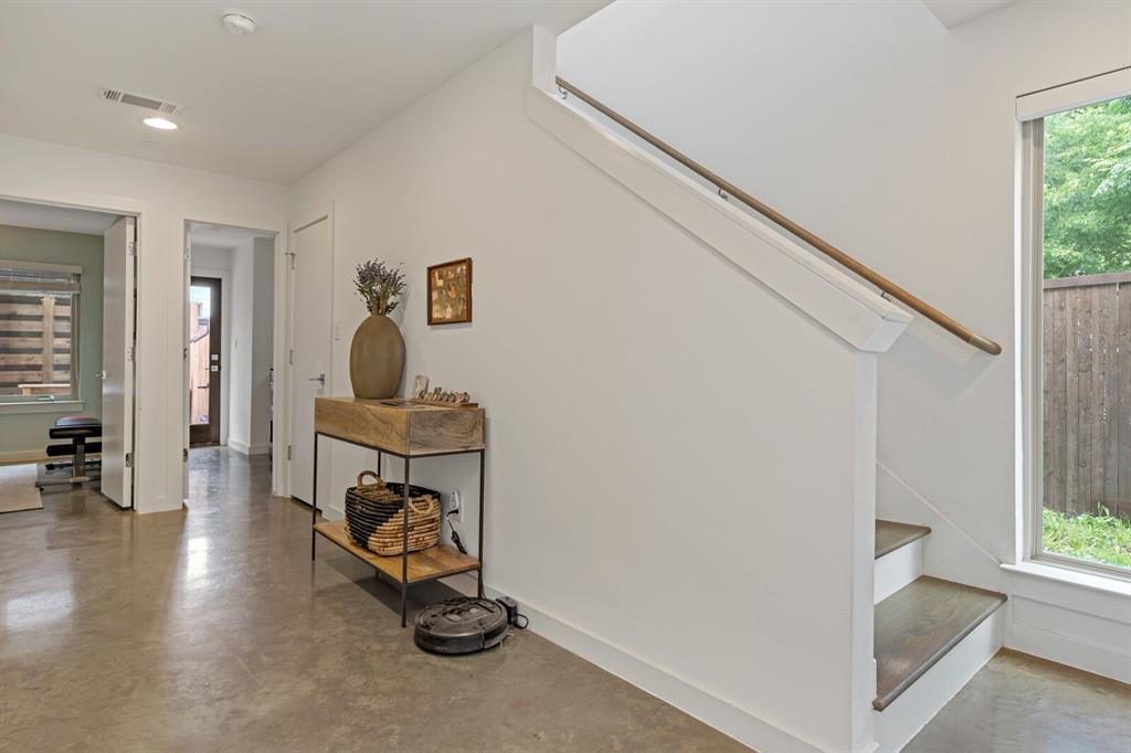 Sold Property | 1833 Euclid Avenue #5 Dallas, Texas 75206 4