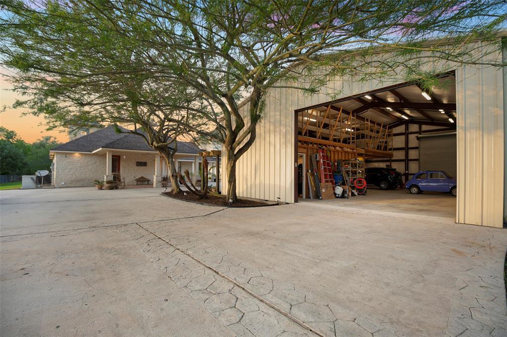 Active | 1919 Dellore Lane League City, Texas 77573 43