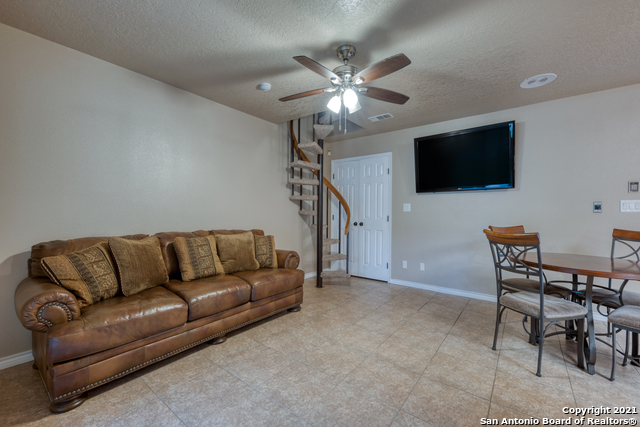 Active RFR | 106 MISSION DR New Braunfels, TX 78130 14