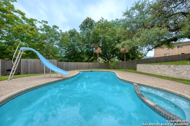 Active RFR | 106 MISSION DR New Braunfels, TX 78130 36