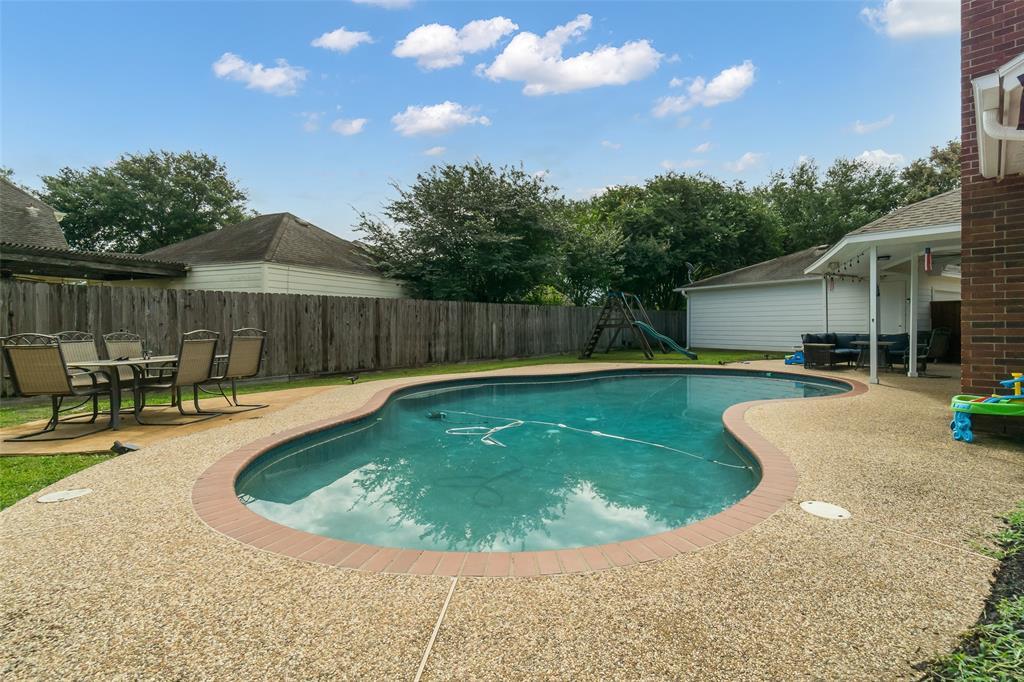 Off Market | 13915 Round Oak Court Houston, Texas 77059 1