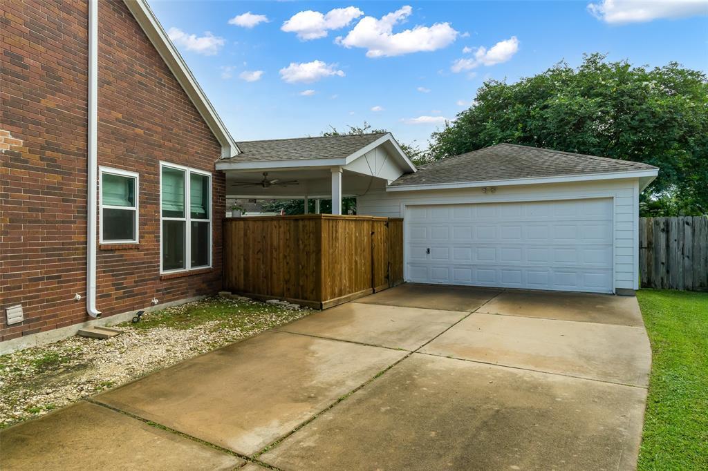 Off Market | 13915 Round Oak Court Houston, Texas 77059 37