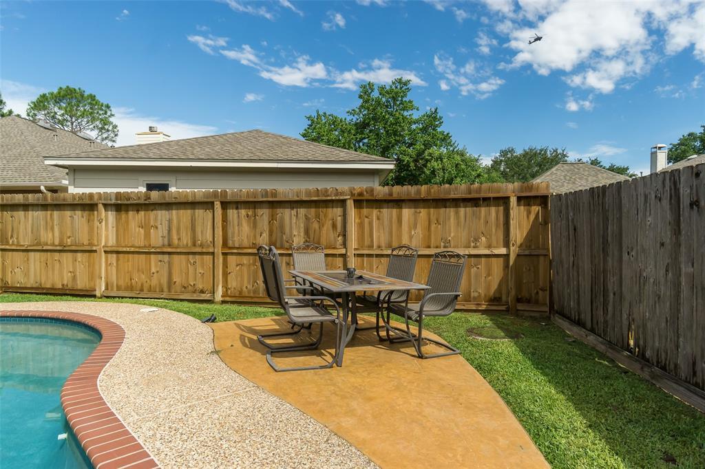 Off Market | 13915 Round Oak Court Houston, Texas 77059 3