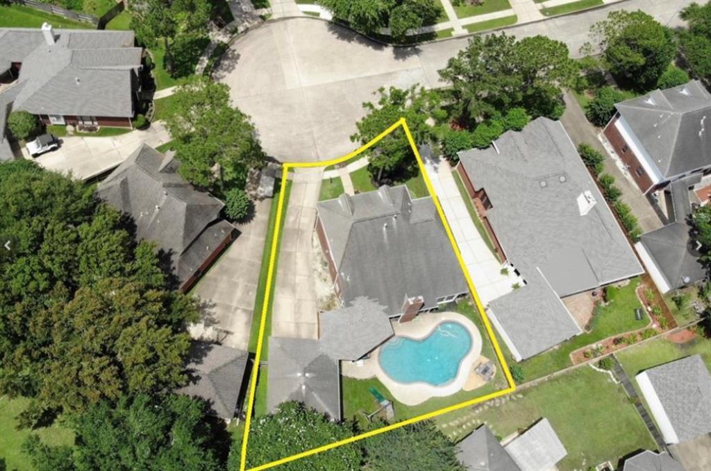Off Market | 13915 Round Oak Court Houston, Texas 77059 6