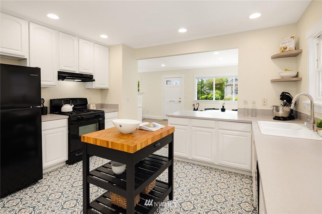 Sold Property | 910 N 78th Street Seattle, WA 98103 9
