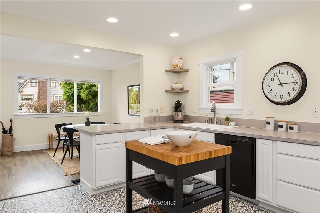 Sold Property | 910 N 78th Street Seattle, WA 98103 10