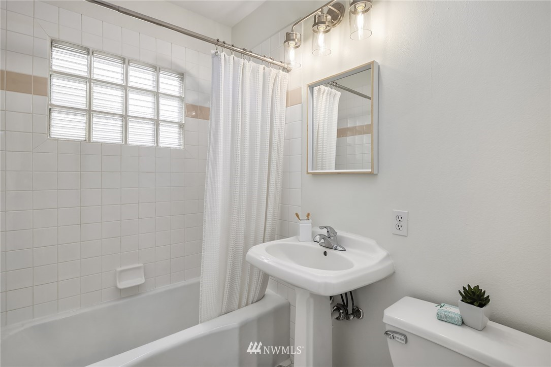 Sold Property | 910 N 78th Street Seattle, WA 98103 16