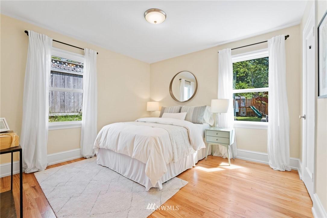 Pending | 11040 14th Avenue NE Seattle, WA 98125 8