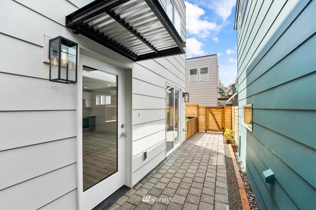 Sold Property | 10213 40th Avenue SW #B Seattle, WA 98146 0